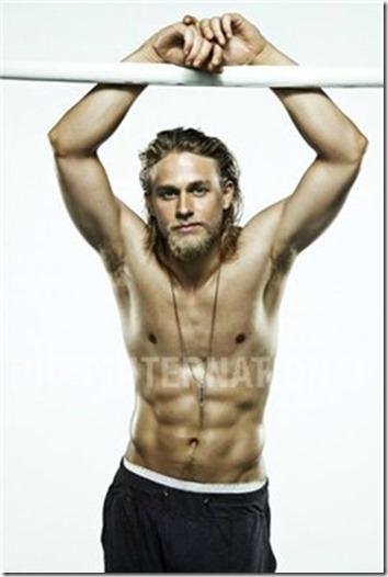 Charlie_Hunnam_shirtless_26