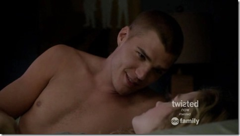Chris_Zylka_shirtless_GIF_08b