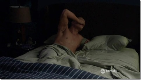 Chris_Zylka_shirtless_GIF_08d