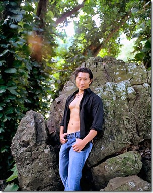 Daniel_Dae_Kim_shirtless_06
