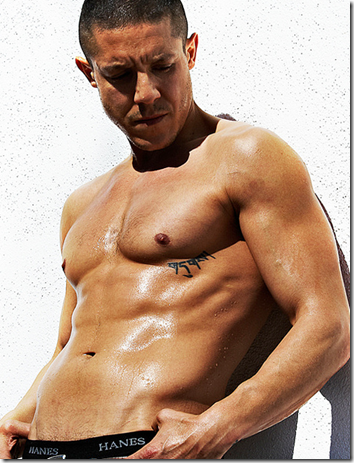 Theo_Rossi_shirtless_01