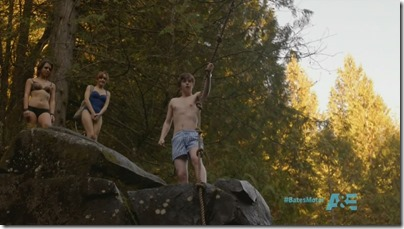 Freddie_Highmore_shirtless_15